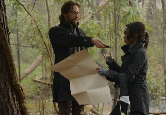 """SLEEPY HOLLOW: Ichabod (Tom Mison, L) and Abbie (Nicole Beharie, R) search for Purgatory in """"The Indispensable Man,"""" Part One of the special two-hour Season Finale episode of SLEEPY HOLLOW airing Monday, Jan. 20 (8:00-10:00 PM ET/PT) on FOX. ©2013 Fox Broadcasting Co. CR: Brownie Harris/FOX"""