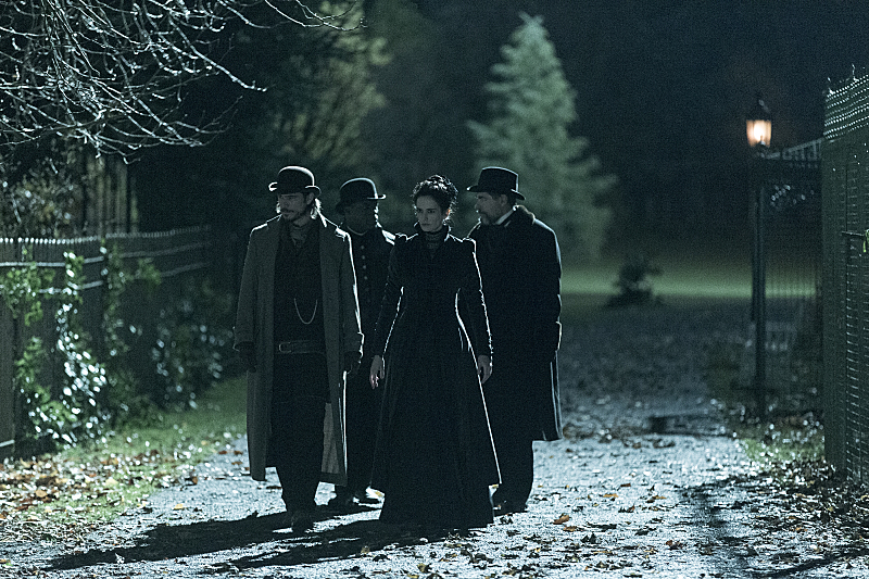 Josh Hartnett as Ethan Chandler, Danny Sapani as Sembene, Eva Green as Vanessa Ives and Timothy Dalton as Sir Malcolm in Penny Dreadful (season 1, episode 3). - Photo: Jonathan Hession/SHOWTIME