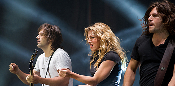 band perrry slide - The Band Perry brings We Are Pioneers Tour to Pennysaver Amphitheater Farmingville, NY 7-11-14 w/ Austin Webb & Maggie Rose