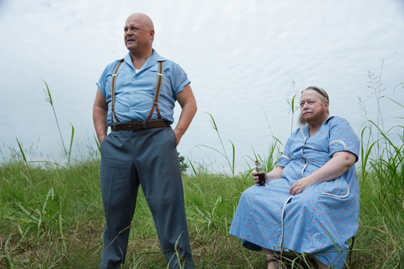 "AMERICAN HORROR STORY: FREAK SHOW ""Edward Mordrake, Pt. 1""- Episode 403 (Airs Wednesday, October 22, 10:00 PM e/p) --Pictured: (L-R) Michael Chiklis as Dell Toledo, Kathy Bates as Ethel Darling. CR: Michele K. Short/FX"