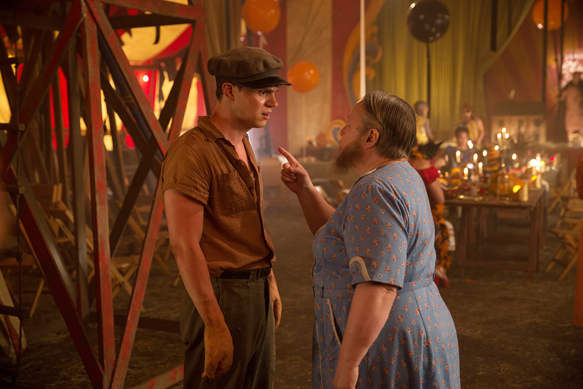 "AMERICAN HORROR STORY: FREAK SHOW ""Edward Mordrake, Pt. 1""- Episode 403 (Airs Wednesday, October 22, 10:00 PM e/p) --Pictured: (L-R) Evan Peters as Jimmy Darling, Kathy Bates as Ethel Darling. CR: Michele K. Short/FX"