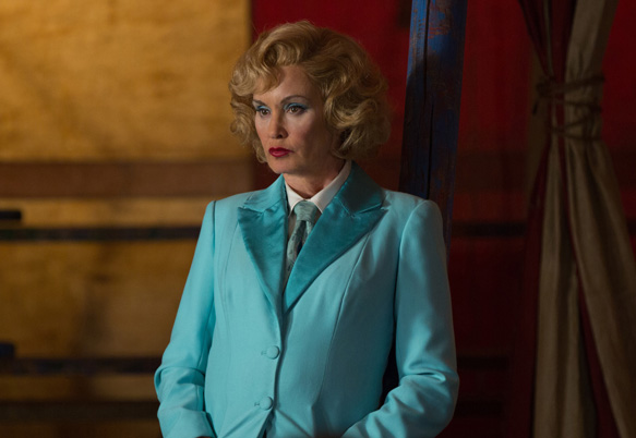 "AMERICAN HORROR STORY: FREAK SHOW ""Massacres and Matinees""- Episode 402 (Airs Wednesday, October 15, 10:00 PM e/p) --Pictured: Jessica Lange as Elsa Mars. CR: Michele K. Short/FX"
