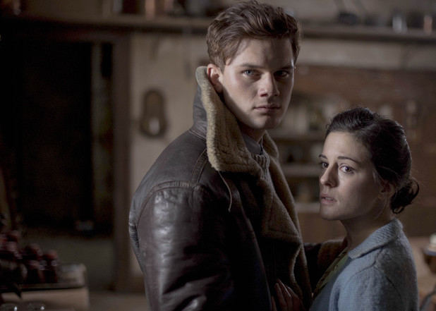 Phoebe Fox as Eve Parkins and Jeremy Irvine as Harry Burnstow in The Woman in Black 2: Angel of Death