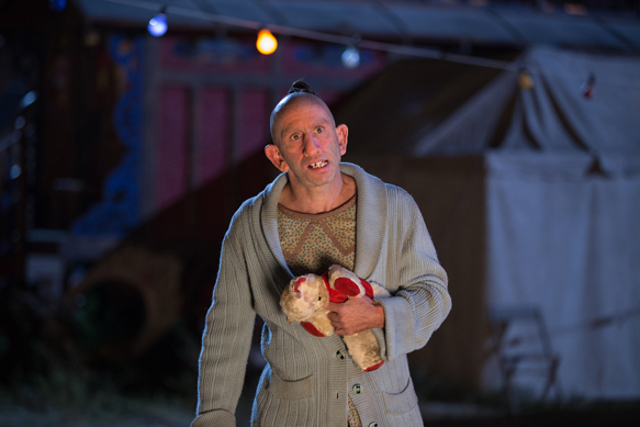 "AMERICAN HORROR STORY: FREAK SHOW ""Tupperware Party Massacre""- Episode 409 (Airs Wednesday, December 10, 10:00 PM e/p) --Pictured: Christopher Neiman as Salty. CR: Sam Lothridge/FX"