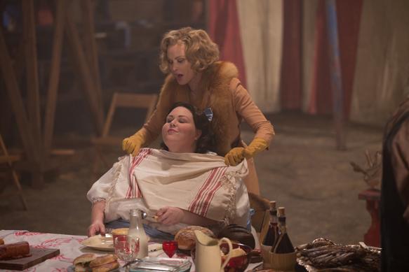 "AMERICAN HORROR STORY: FREAK SHOW ""Blood Bath""- Episode 408 (Airs Wednesday, December 2, 10:00 PM e/p) --Pictured: (top, bottom) Jessica Lange as Elsa Mars, Chrissy Metz as Ima. CR: Sam Lothridge/FX"