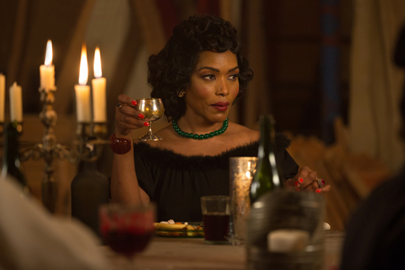 "AMERICAN HORROR STORY: FREAK SHOW ""Show Stoppers""- Episode 412 (Airs Wednesday, January 14, 10:00 PM e/p) --Pictured: Angela Bassett as Desiree Dupree. CR: Michele K. Short/FX"