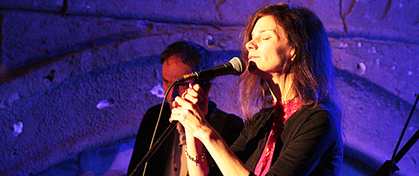 manaics - 10,000 Maniacs bring magic to Long Island Aquarium Riverhead, NY 3-28-15
