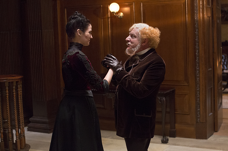 Eva Green as Vanessa Ives and Simon Russell Beale as Ferdinand Lyle in Penny Dreadful (season 2, episode 2). - Photo: Jonathan Hession/SHOWTIME
