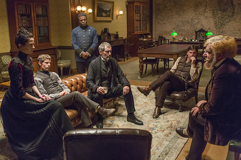 Eva Green as Vanessa Ives, Harry Treadaway as Dr. Victor Frankenstein, Danny Sapani as Sembene, Timothy Dalton as Sir Malcolm, Josh Hartnett as Ethan Chandler and Simon Russell Beale as Ferdinand Lyle in Penny Dreadful (season 2, episode 2). - Photo: Jonathan Hession/SHOWTIME
