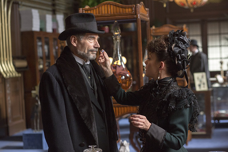Timothy Dalton as Sir Malcolm and Helen McCrory as Evelyn Poole in Penny Dreadful (season 2, episode 2). - Photo: Jonathan Hession/SHOWTIME