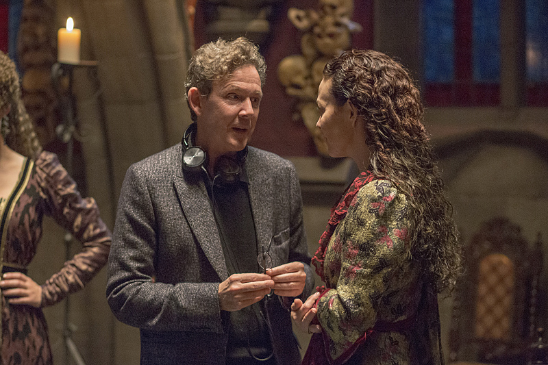 John Logan behind the scenes with Helen McCrory as Evelyn Poole in Penny Dreadful (season 2, episode 2). - Photo: Jonathan Hession/SHOWTIME