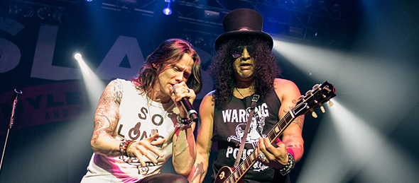 slash slide - Slash w/ Myles Kennedy & the Conspirators tear up NYC 5-7-15