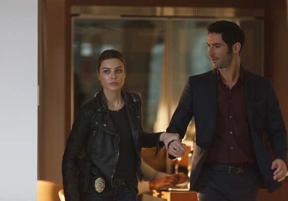 LUCIFER: L-R: Lauren German and Tom Ellis in the ÒThe Would-Be Prince of DarknessÓ episode of LUCIFER airing Monday, Feb. 8 (9:00-10:00 PM ET/PT) on FOX. ©2016 Fox Broadcasting Co. CR: FOX