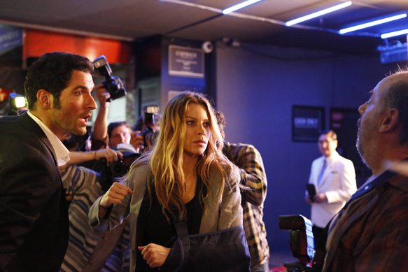LUCIFER: L-R: Tom Ellis and Lauren German in the ÒLucifer, Stay. Good DevilÓ episode of LUCIFER  airing Monday, Feb. 1 (9:00-10:00 PM ET/PT) on FOX. ©2016 Fox Broadcasting Co. CR: Bettina Strauss/FOX
