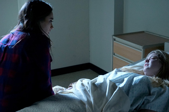 """PRETTY LITTLE LIARS - """"Bedlam"""" - The PLLs worry Ali is being tortured by """"Uber A"""" and turn to a potential enemy for help in """"Bedlam,"""" an all-new episode of Freeform's hit original series """"Pretty Little Liars,"""" airing TUESDAY, JUNE 28 (8:00 - 9:00 p.m. EDT). (Freeform/Eric McCandless) SHAY MITCHELL, SASHA PIETERSE"""