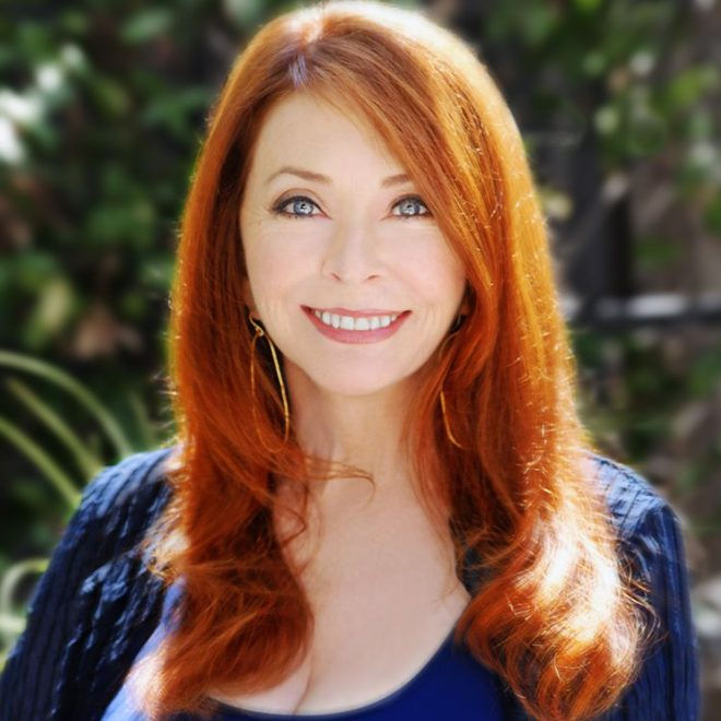 cas ala - Interview - Cassandra Peterson Talks Elvira