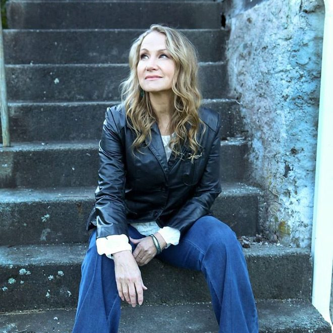joan promo - Joan Osborne - Songs of Bob Dylan (Album Review)