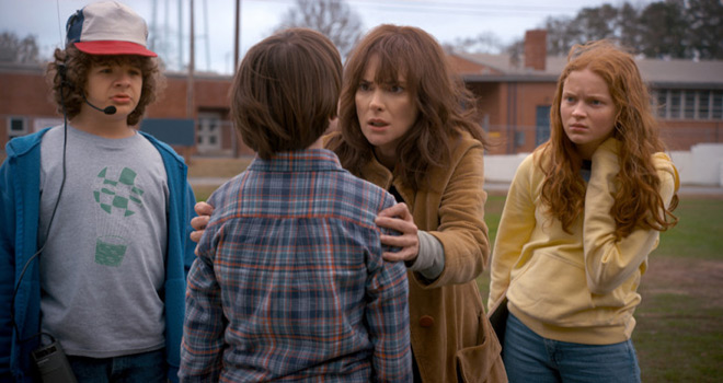 stranger 2 - Stranger Things (Season 2 Review)