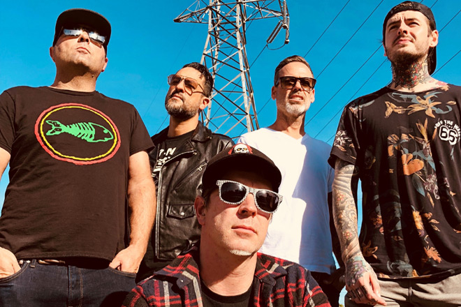 strung out promo - Strung Out - Black Out The Sky (EP Review)